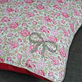 coussin liberty felicité rose et lin France Duval Stalla, motif noeud Madame Mademoiselle
