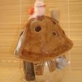 Maison champignon (bolet) habitée par une souris. photophore.
