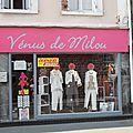 Vénus de Milou Étretat <b>Seine</b> <b>Maritime</b> humour photo vêtement