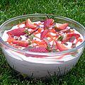 Mousse de fraise à la <b>meringue</b> <b>italienne</b>, jus de fraise et écrasé de fraise.