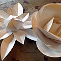 Déco de fête : fleurs de papiers