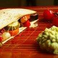 Le tapas : bocadillo de tortilla aux légumes confits et fromage fondu, guacamole maison