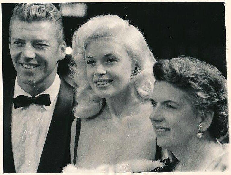 jayne-1958-07-08-premiere_beau_james-with_mickey-mother_vera_peers-1