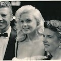 jayne-1958-07-08-premiere_beau_james-with_mickey-mother_vera_peers-1