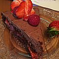 <b>Gâteau</b> au chocolat et aux <b>fruits</b> <b>rouges</b>