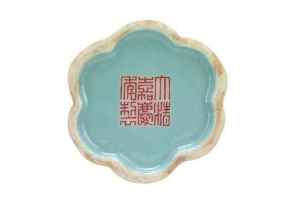 2012_HGK_02963_2203_001(a_fine_small_famille_rose_lobed_jar_and_cover_jiaqing_iron-red_six-cha)