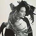 1949, Woman in Chicken Hat par <b>Irving</b> <b>Penn</b>