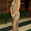 Selena gomez sublime en robe d'or à l'after party des oscars 2014