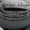 Suédine ou daim strass pour ce <b>bracelet</b> triple tour noir un tantinet brillant ! Encore festif !
