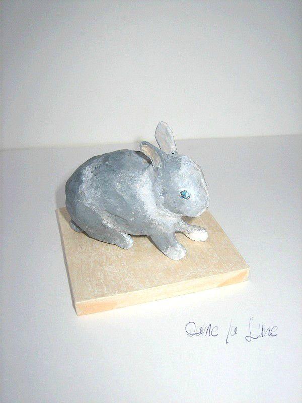 - FIGURINE, création en papier lapin