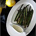 Asperges rôties a la plancha, sauce citron-pavot