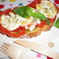 Tartines de pesto, tomates et mozzarella