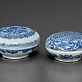 Two small blue and white circular boxes and covers, chongzhen period, circa 1643