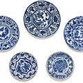 A set of five blue and white dishes, Ming dynasty, Wanli period (1573-<b>1619</b>)
