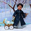 Adrienne met son manteau pour promener le bébé dans le landau