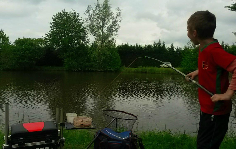 En ce moment, je joue le prof de pêche !