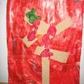 Détail arbre PS: Fond Alizarine colorée, arbre bandes de papier de verre collées, feuilles: boules de papier de soie collées.