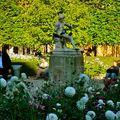 Dans l'enceinte du jardin du palais Royal.