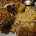Camembert bread bowl et et petites chanterelles