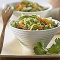 Salade de chou chinois, concombre et gingembre .