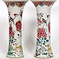 Paire de vases cornets en porcelaine de la famille rose. chine, xixème siècle
