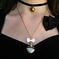 Nouveautés : colliers fioles coeurs en verre