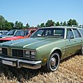 <b>OLDSMOBILE</b> Custom Cruiser 4 door station wagon