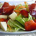 Salade d'été aux pommes, fraises et jambon - ensalada de verano con manzanas, fresas y jamón