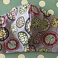Masque en tissu fond mauve motifs horloges #2