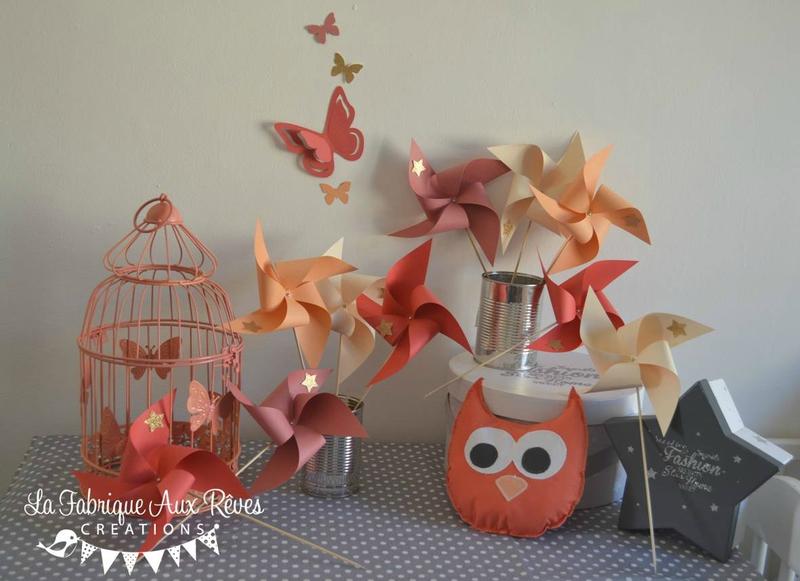 décoration chambre enfant bébé doré corail abricot pêche ivoire papillons hibou moulins à vent