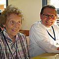 Père Stéphane Aulard et sa mère