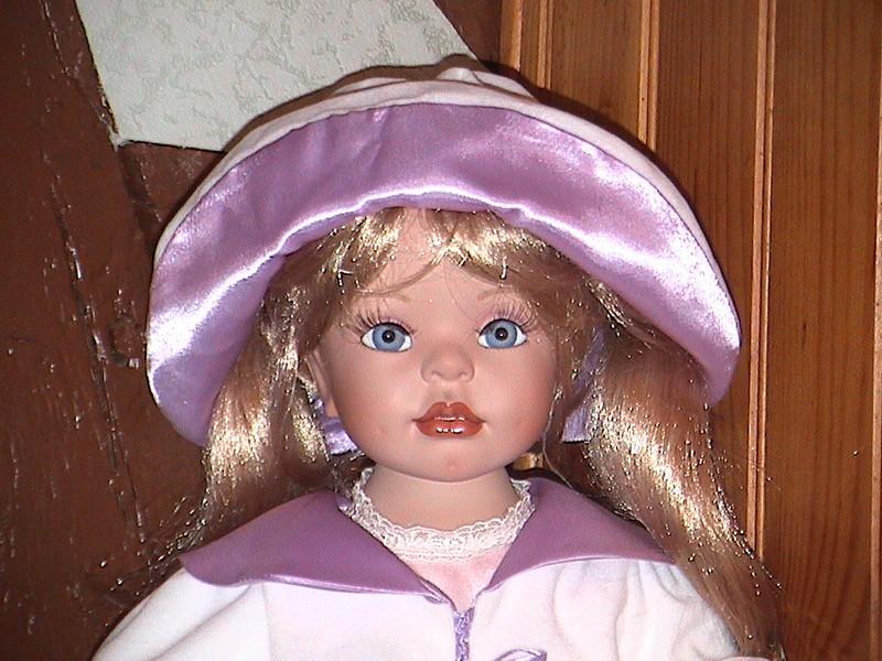 poupée grande violette GP