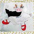 Doudou Peluche <b>Plat</b> Vache Noir Blanc Rouge Novalac Latitude Enfant