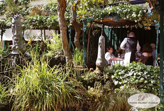 LES_GRANDS_BUFFETS_Service_dans_le_jardin