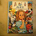 Alice au Pays des Merveilles. Pierre Couronne. <b>Grands</b> <b>classiques</b> cerf volant.