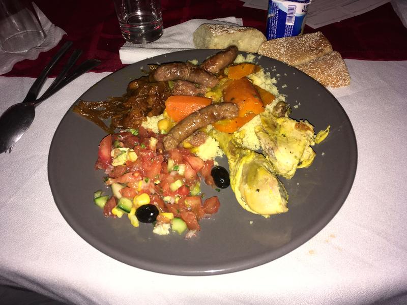 un bon couscous marocain (avec la compote d'oignons)