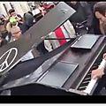Je suis Paris : Hommage au victime du Bataclan, David Bartalan joue Imagine de <b>John</b> <b>Lennon</b> (VIDEO)