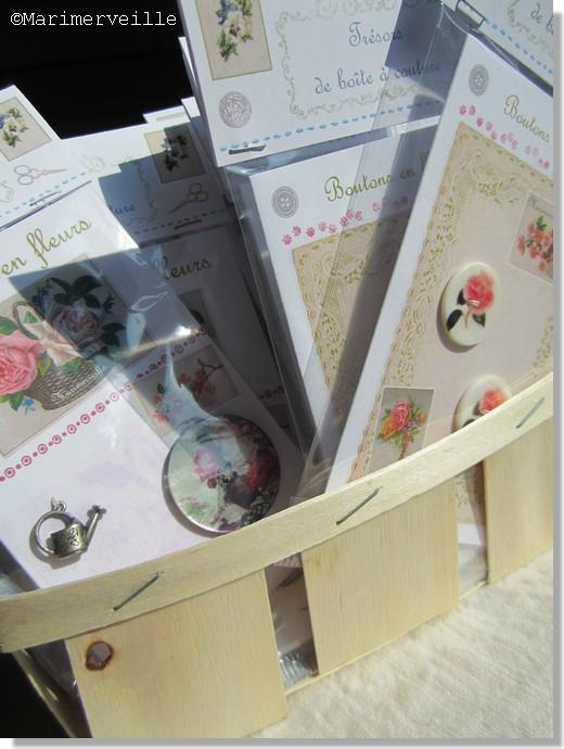 Corbeille aux cartes boutons en fleurs©Marimerveille