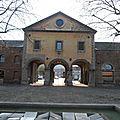Grand-Hornu - 6 avr 2012 - Fontaine et porche 1 2