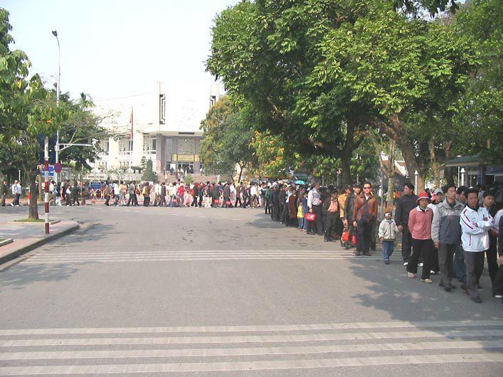 HANOI - Mausolée d'HO CHI MINH - la file d'attente!
