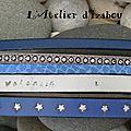 Parce qu'une maman voulait les prénoms de ses deux fils gravés sur un <b>bracelet</b> multirangs en cuirs bleu-gris, voici un <b>bracelet</b>