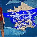 Evelyne Dhéliat jupe grise haut rouge 2000 07 12 10