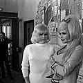 jayne-1967-04-england-with_diana_dors-2