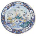 Rouen, XVIIIe siècle. Important plat rond en faïence à <b>décor</b> <b>polychrome</b> de chinois dans un paysage de pagodes. Daté au dos 1738.