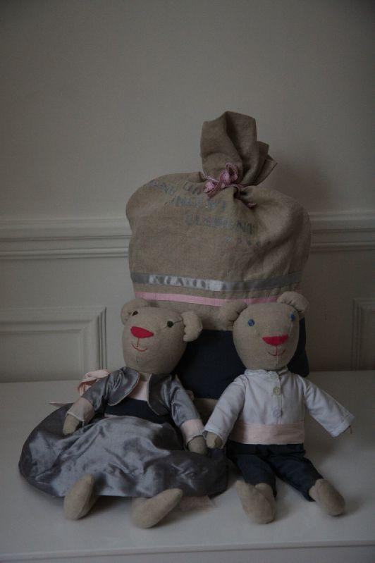 le sac polochon et 2 peluches habillées, sur devis.