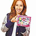 Jolin creates a painting for charity