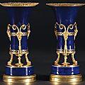 Paire de vases de porcelaine de paris «aux satyres» france, époque louis xvi.