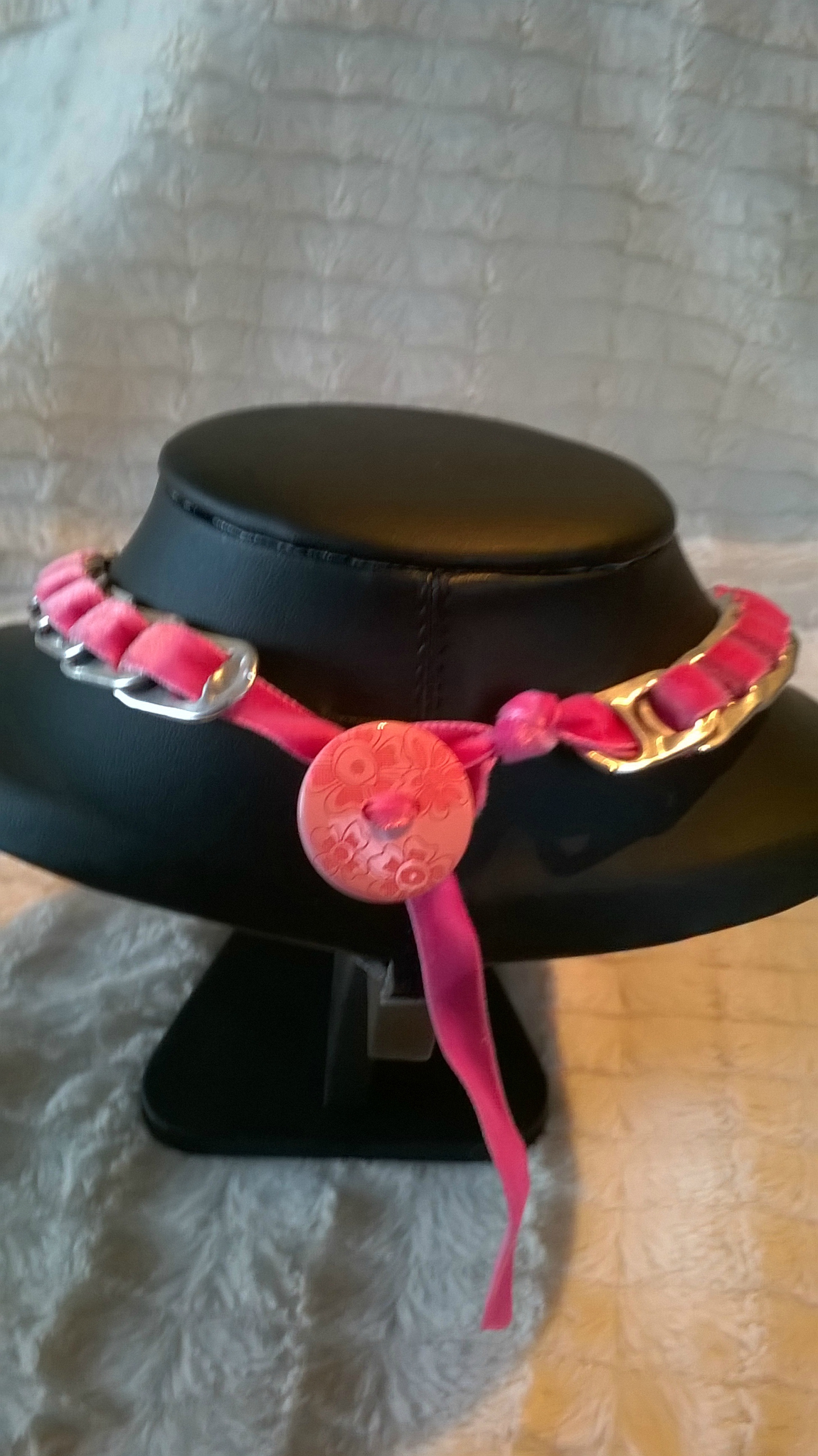 fermoir bouton ruban velour rose vif