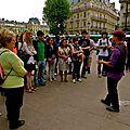 Instantané sur la place Saint-Michel.