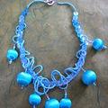 Perles en soie et rocailles mates bleues